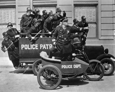 policias en cine mudo